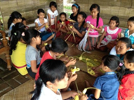 スバックタボラ・ヴィラにて、子供達の楽器や踊りの練習が見られます Latihan anak2 di Subak Tabola Villa_a0120328_9574827.jpg