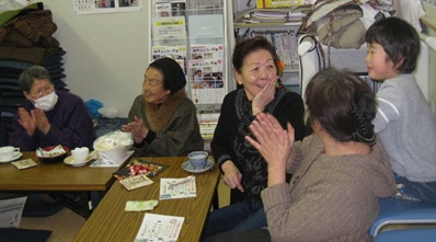 水餃子作りと、紙芝居&指人形劇_d0250505_1644222.jpg