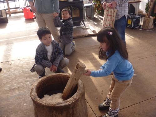 臼と杵と竹の餅つき_b0174425_19312615.jpg