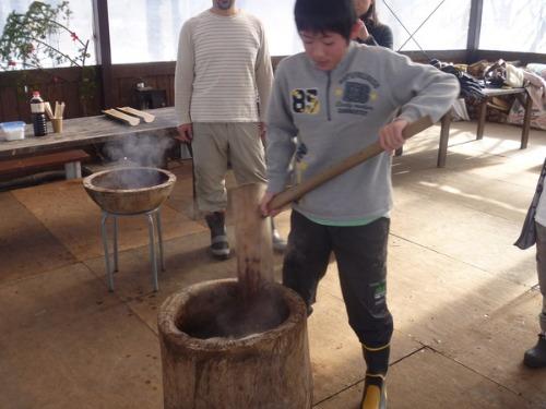 臼と杵と竹の餅つき_b0174425_19321017.jpg