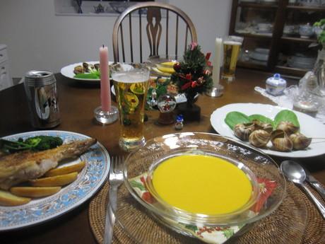 クリスマスイブの食卓風景_a0279743_11104562.jpg