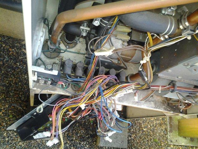 温水暖房熱源機の修理(世田谷区)_e0207151_17143467.jpg