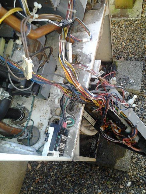 温水暖房熱源機の修理(世田谷区)_e0207151_1716116.jpg