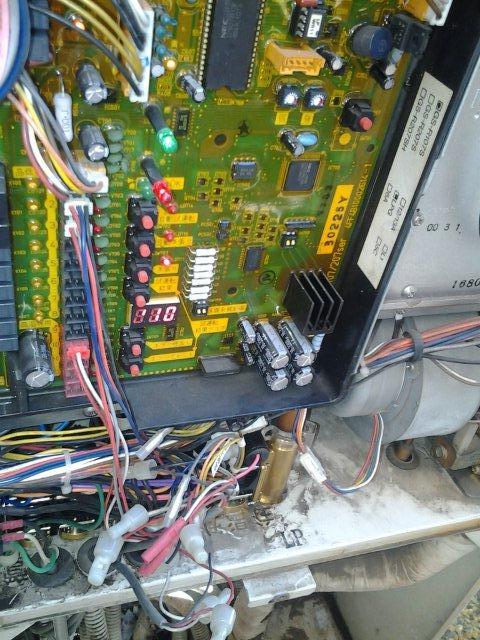 温水暖房熱源機の修理(世田谷区)_e0207151_17173230.jpg