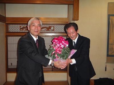 議会最終日_f0019487_18223424.jpg