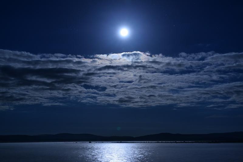 セントラルプラトー の満月_f0050534_8232448.jpg