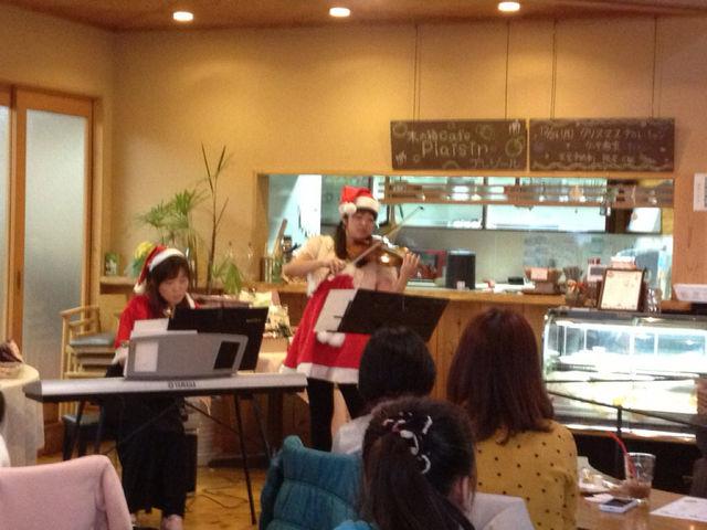 木の箱カフェ プレジール クリスマスコンサート♪_f0109257_8483774.jpg