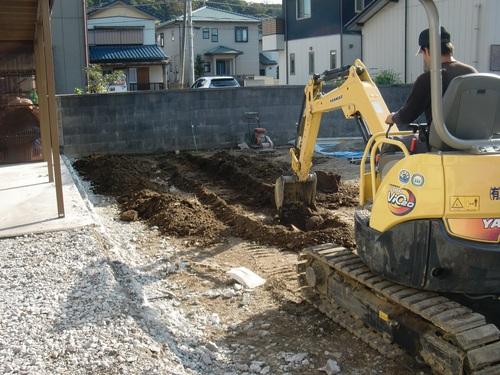ブロック塀 ~ 新しい基礎打ち準備_d0165368_17595927.jpg