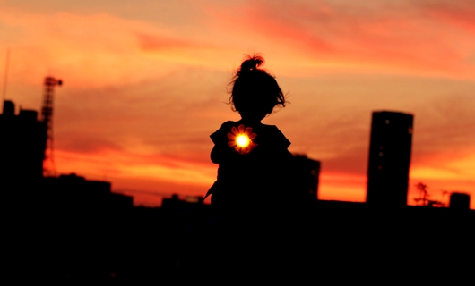 モノの価値や意義は何で決まるの?  希望の光、Little Sunの例_b0007805_10532226.jpg