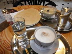 Czech Republic プラハの風景とKolonadaのカフェ_e0195766_132974.jpg
