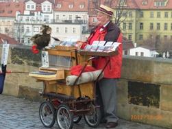 Czech Republic モルダウと聖ミクラーシュ教会_e0195766_2301679.jpg
