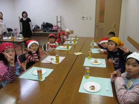 城陽教室 ~クリスマス会&水彩画「雪降る街」~_f0215199_1655862.jpg