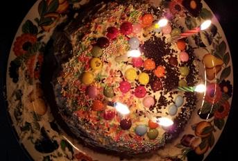 子供たちが作った、誕生ケーキのデザインは自社製品に似ていました_d0148223_13455150.jpg