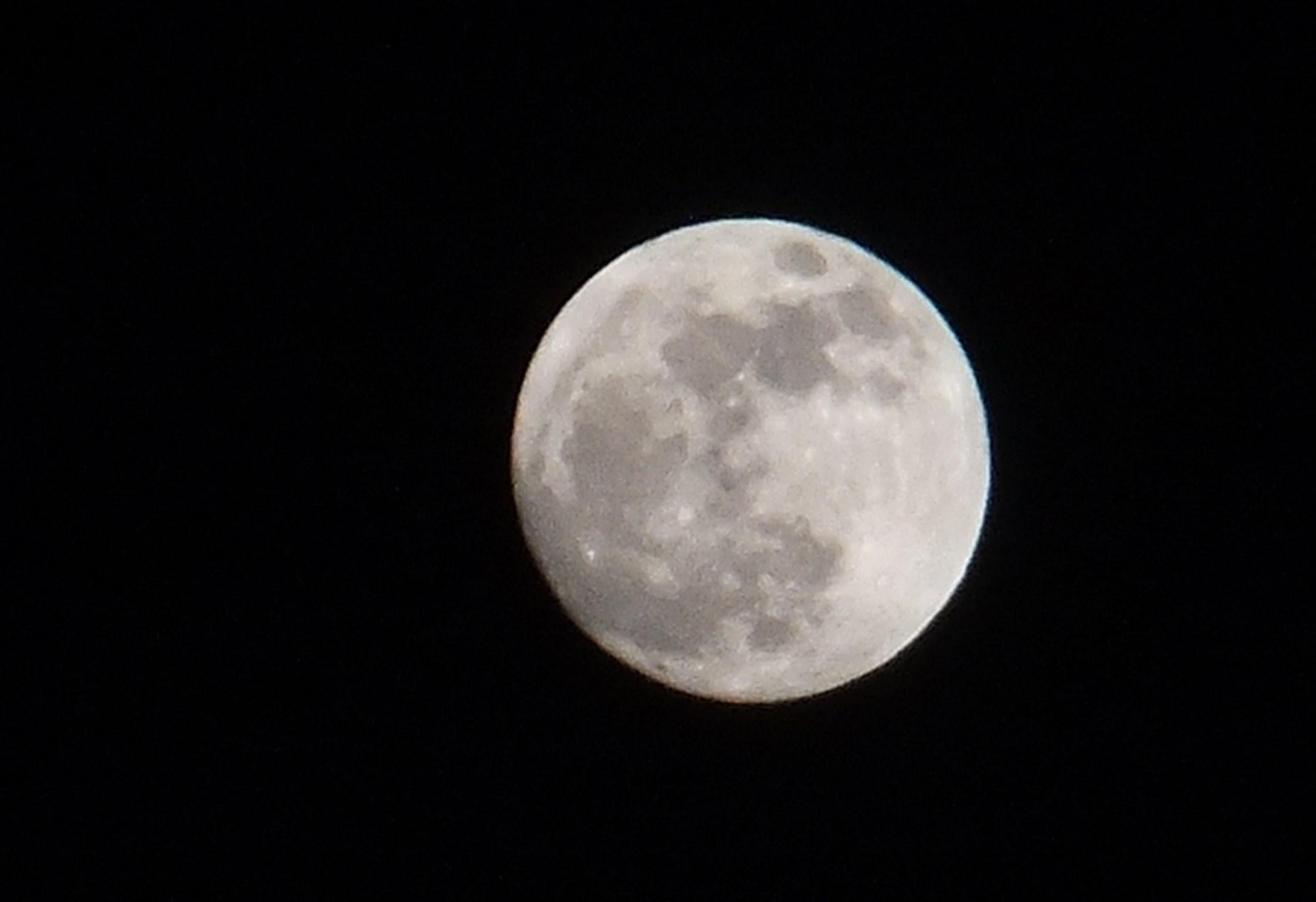 満月....うさぎはどこに?_b0137932_1257225.jpg