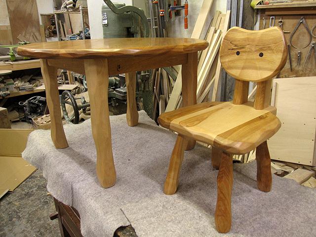 先着1名様のみ 丸ローテーブル+大ネコ椅子お年玉特価セット_e0072513_12382985.jpg