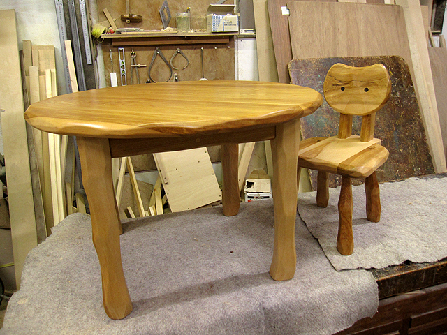 先着1名様のみ 丸ローテーブル+大ネコ椅子お年玉特価セット_e0072513_12411517.jpg