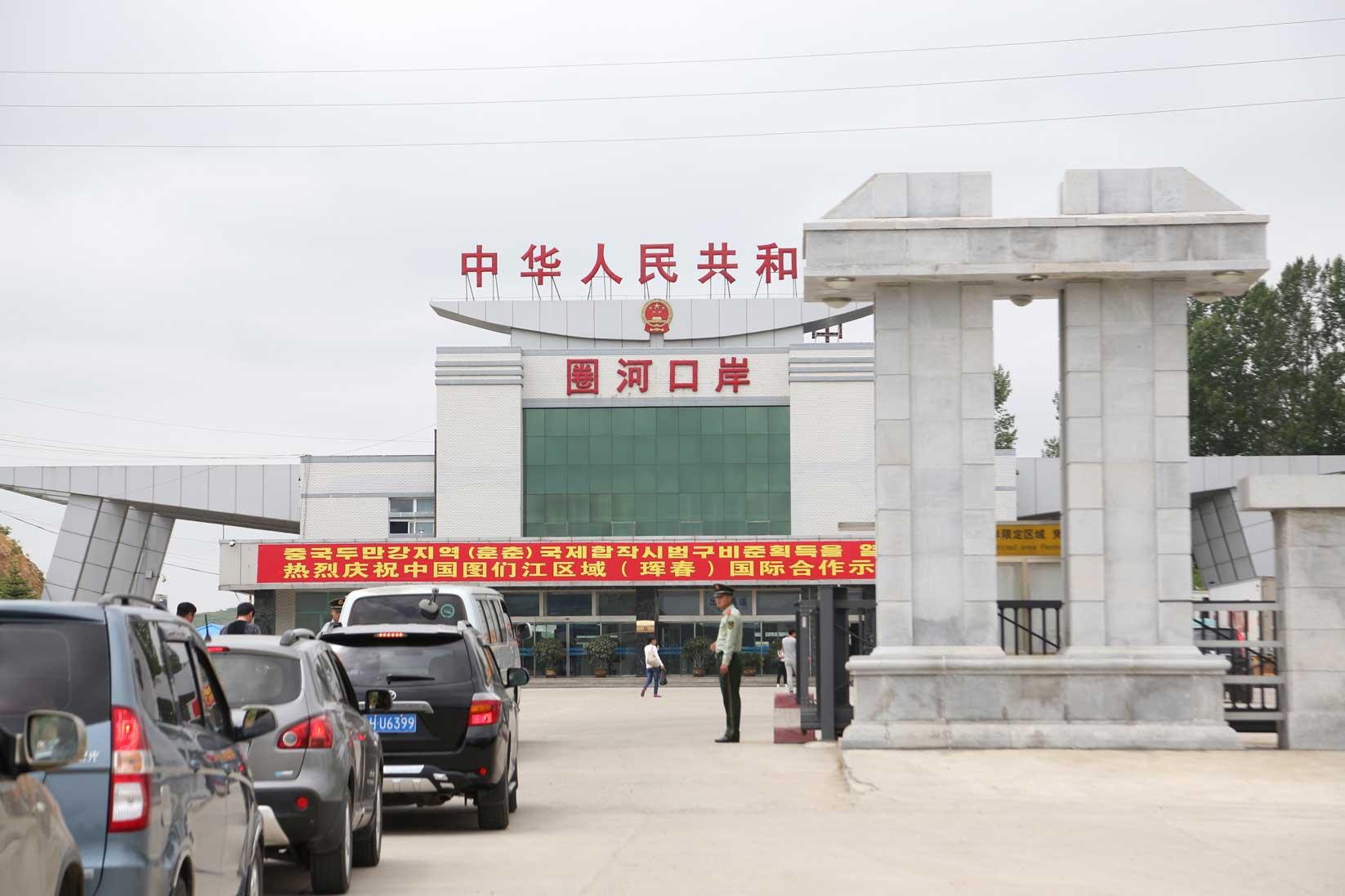 高級車を連ねて経済特区を爆走 中国の観光客と北朝鮮に行ってみた(「週刊東洋経済」2012.9.29号)_b0235153_2133386.jpg