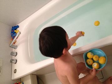 春樹、二度目のゆず風呂。_f0009169_7241099.jpg