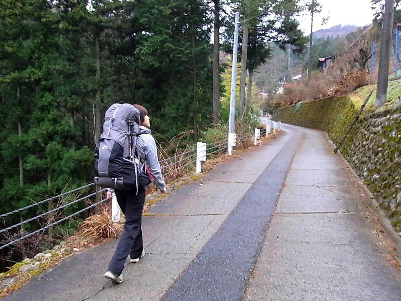 2012.12.23 笹尾根を大きなバックパックで歩く_b0219778_2251249.jpg