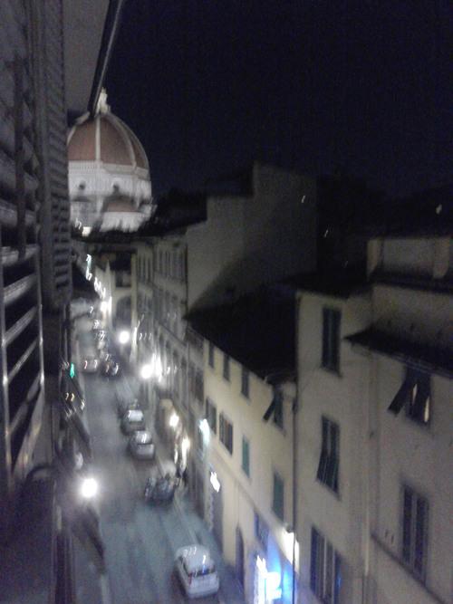 DUOMOが見えるアパートの窓から。。。_c0179785_626584.jpg