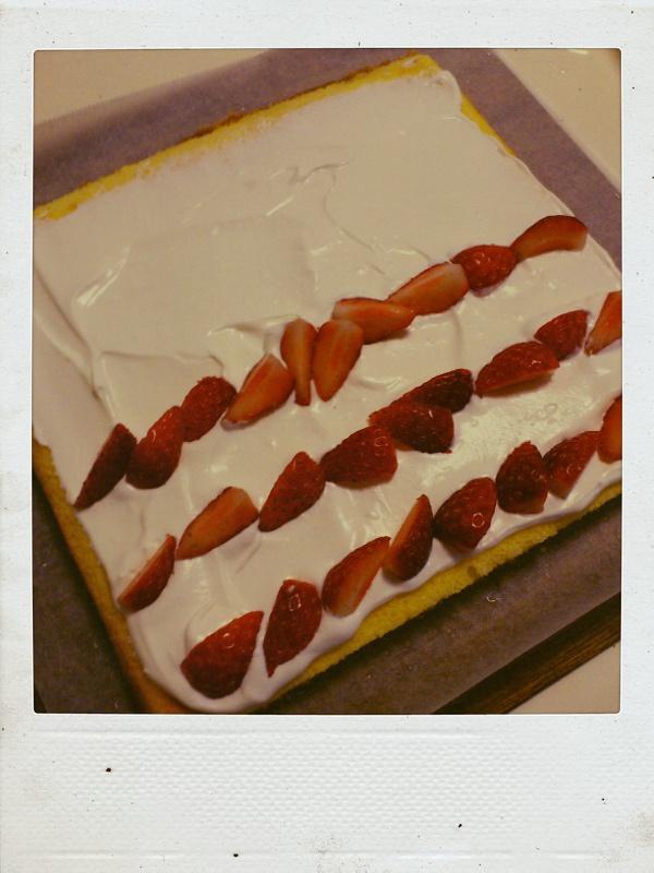 くるくるロールケーキとラザニア。_b0065587_9463244.jpg