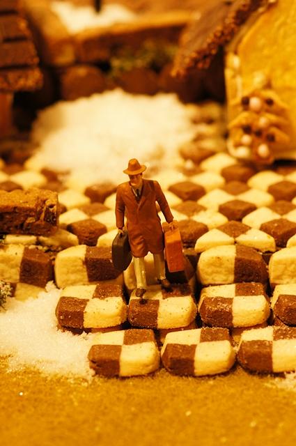 無印良品にはクリスマスのお菓子の家のジオラマが~♪_b0145398_9335463.jpg