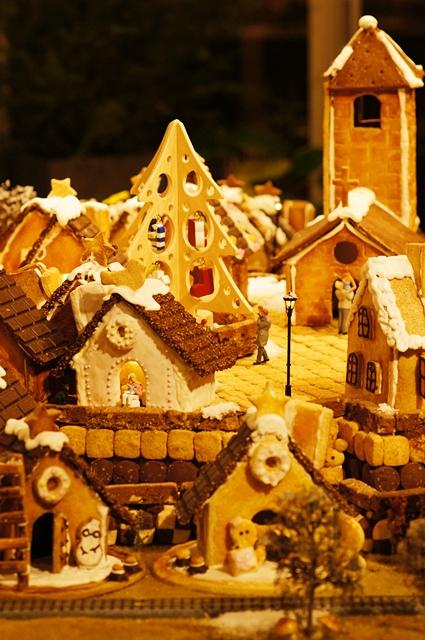 無印良品にはクリスマスのお菓子の家のジオラマが~♪_b0145398_9341290.jpg