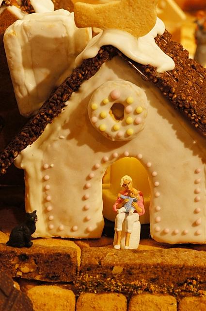 無印良品にはクリスマスのお菓子の家のジオラマが~♪_b0145398_936345.jpg