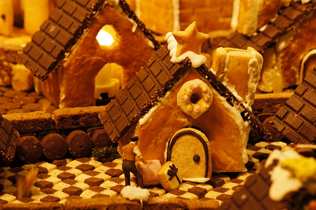 無印良品にはクリスマスのお菓子の家のジオラマが~♪_b0145398_9371545.jpg