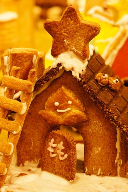 無印良品にはクリスマスのお菓子の家のジオラマが~♪_b0145398_937194.jpg