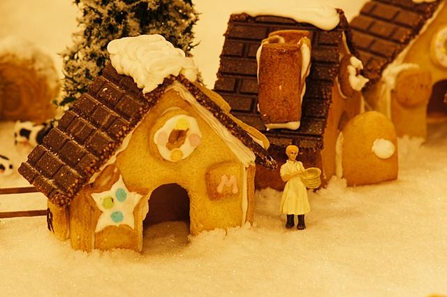 無印良品にはクリスマスのお菓子の家のジオラマが~♪_b0145398_9381863.jpg