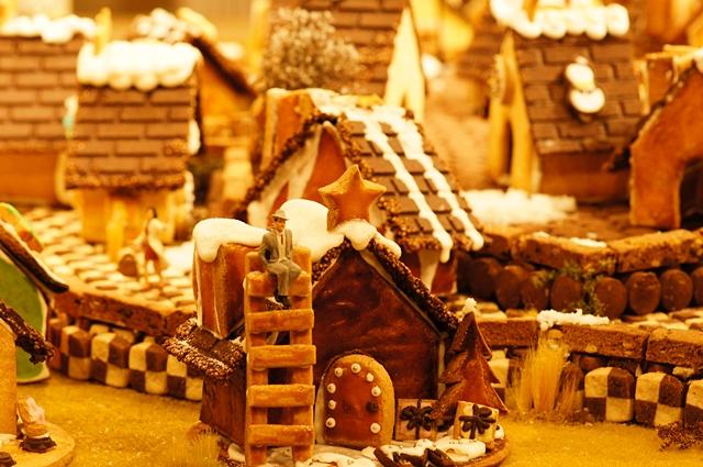 無印良品にはクリスマスのお菓子の家のジオラマが~♪_b0145398_9385779.jpg
