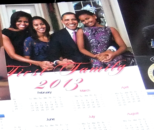 オバマさん一家の家族写真カレンダー_b0007805_13334122.jpg