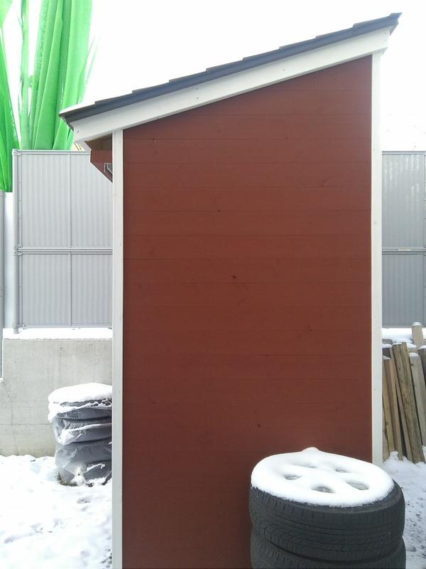 おしゃれな木製の物置小屋_b0129758_1682614.jpg