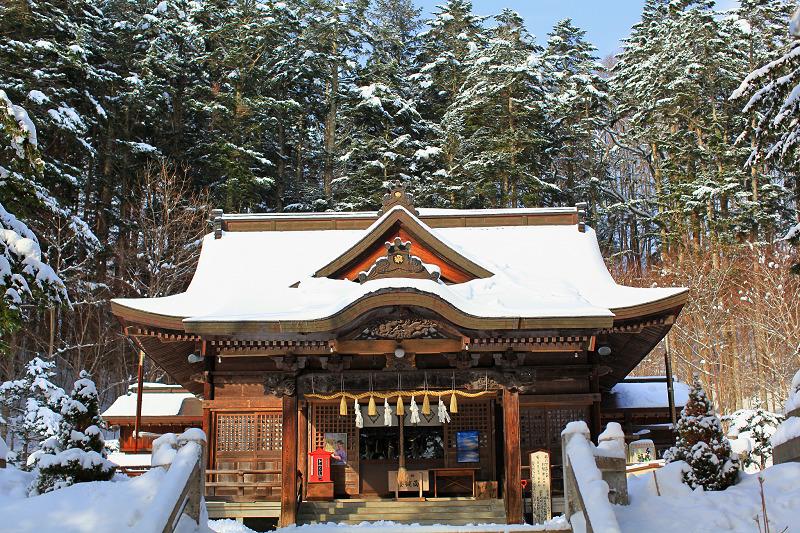 神札をいただきに義経神社へ _a0160581_8195341.jpg