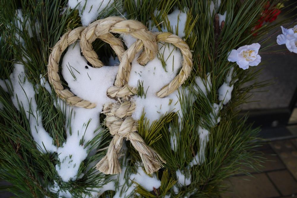 門松も雪被る遠野哉_d0001843_2330171.jpg