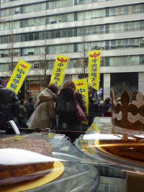 箱根駅伝 @ 大手町♪  こいつぁ~初春から 縁起が 良いわいな~..。.゚。*・。♡_a0053662_23413315.jpg