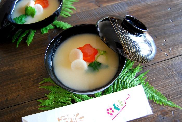 明けましておめでとうございます。関西のお雑煮。_b0165872_2227629.jpg