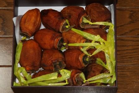 お手製の干し柿と 干し芋がどっさりと~~♪_f0229190_23481516.jpg