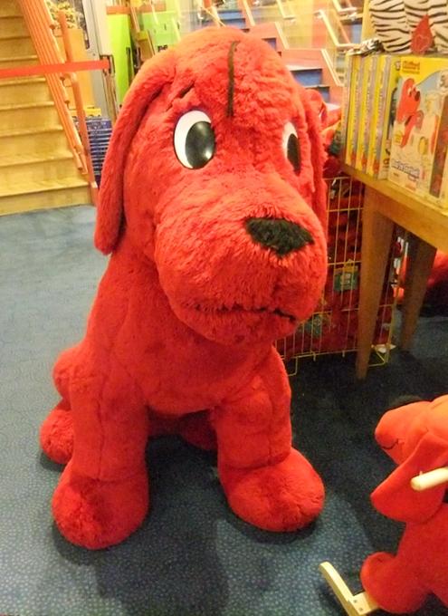 NY生まれのワンちゃんの人気絵本キャラクター Clifford the Big Red Dog_b0007805_1242472.jpg