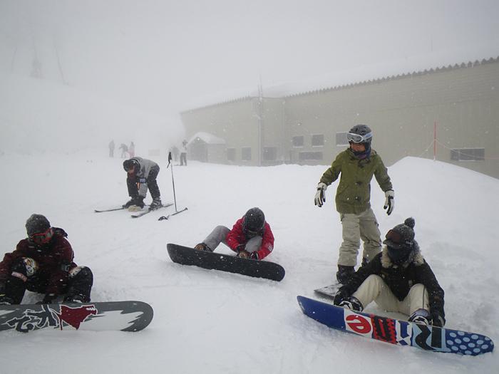 雪遊び満喫 頂上は真っ白け_c0120834_2054016.jpg