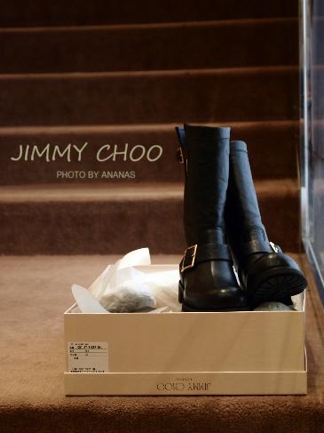 大人っぽくて憧れる!!ジミーチュウの定番黒ブーツ&コーデ♡