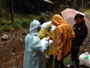 雨の中、高鼻川で川歩き_e0008880_0542193.jpg