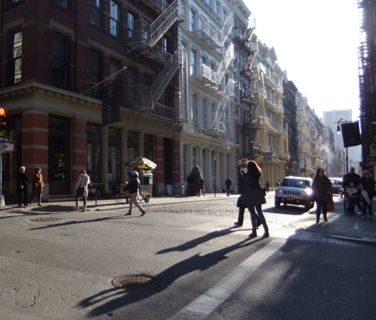 冬の陽射しに包まれたニューヨークSOHOの街並み_b0007805_20401711.jpg