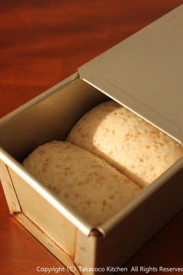 パン教室で「全粒粉と白ごまの食パン」!_a0165538_939144.jpg
