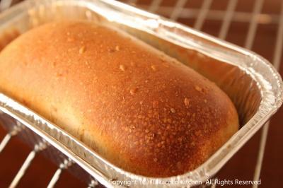 パン教室で「全粒粉と白ごまの食パン」!_a0165538_945257.jpg