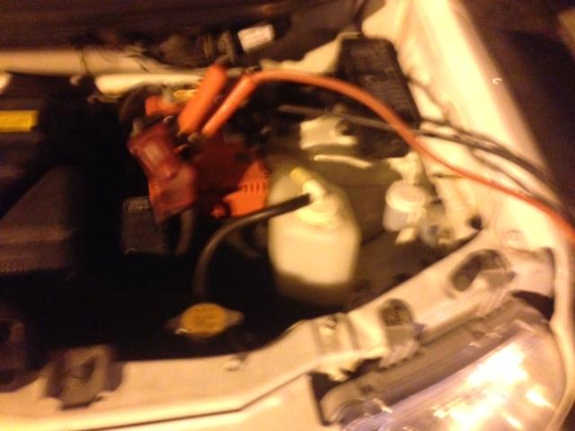 むかえのガストでバッテリーあがりの若者を救助_b0127002_1104570.jpg