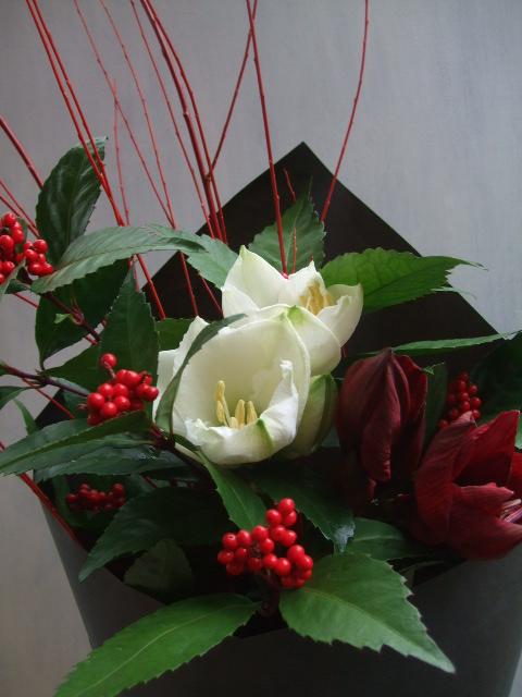 オークリーフ(アマリリスと千両紅の花束)_f0049672_17362549.jpg