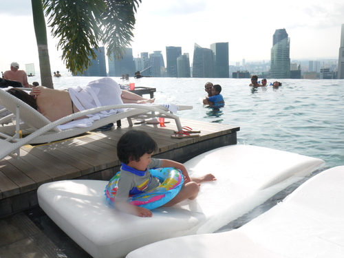 シンガポールへの旅(5)―マリーナ・ベイ・サンズ、プール_e0123104_616919.jpg