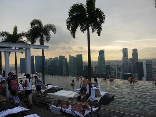 シンガポールへの旅(5)―マリーナ・ベイ・サンズ、プール_e0123104_6195728.jpg